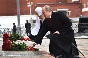 Maskvoje V. Putinas atidengė kunigaikščio Vladimiro statulą