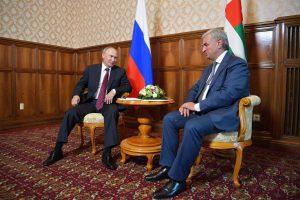 NATO apgailestauja dėl V. Putino vizito į Abchaziją