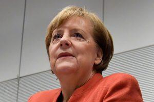 A. Merkel – už atvirą kalbėjimąsi su Rusija konfliktiniais klausimais