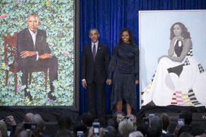 Pristatyti oficialūs B. ir M. Obamų portretai