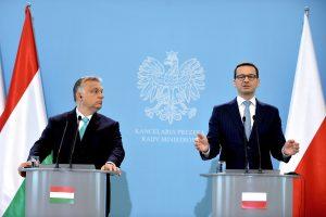 Lenkijos ir Vengrijos premjerai neketina keisti pozicijos dėl pabėgėlių padalijimo