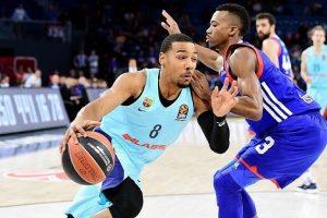 """""""Anadolu Efes"""" krepšininkai Eurolygoje patyrė aštuntąją nesėkmę iš eilės"""