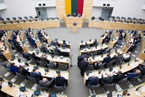 Politologas: Seimo mažinimas gali atitolinti parlamentarus nuo rinkėjų