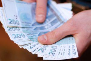Kuriuose bankuose dar galima pasikeisti litus?