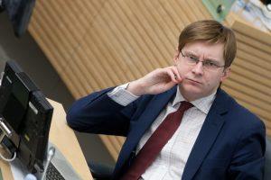 Seime juda į priekį pataisa dėl didesnių įgaliojimų pavaduojančiam ministrui