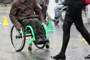Rinkimuose kliūtis patyrusiems neįgaliesiems – 1 tūkstančio eurų kompensacijos