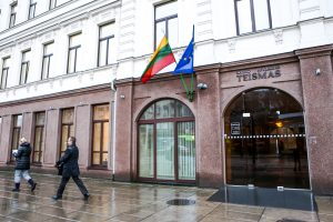 Nosį lietuviui sulaužęs vokietis bus teisiamas dėl nesunkaus sveikatos sutrikdymo