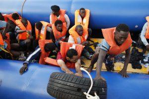 Prie Libijos krantų nuskendus migrantų laivui, dingo mažiausiai 97 žmonės