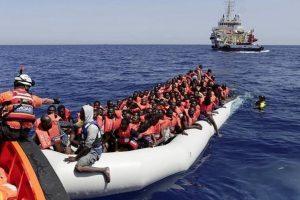 Italijos pareigūnai išgelbėjo 630 iš Libijos Viduržemio jūra plaukusių migrantų