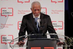 Aštuonios moterys kaltina aktorių M. Freemaną priekabiavimu