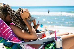 Saugoti odą nuo saulės reikėtų ne tik paplūdimyje