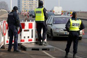 Prancūzija pratęsia pasienio kontrolę iki 2018 metų balandžio pabaigos
