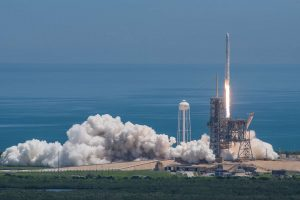 """""""SpaceX"""" paleido krovinių kapsulę, nugabensiančią į TKS superkompiuterį"""