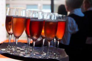 Siūloma leisti karinėse teritorijose per renginius vartoti alkoholį
