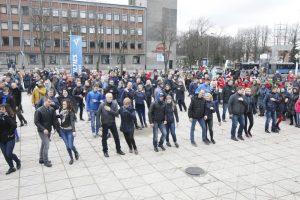 Onkologiniams ligoniams paremti – minios šokis Klaipėdoje