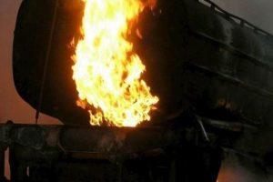 Nigerijoje sprogus benzinvežiui žuvo mažiausiai 14 žmonių