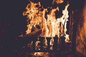 Prasidėjus šildymo sezonui daugėja apsinuodijimų smalkėmis: kaip apsisaugoti?