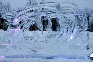 Ledo skulptorių dirbtuvėse – rekordinio dydžio vėtrungės gamyba