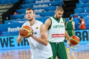 NBA arenose garsiai skambės ir lietuvių pavardės