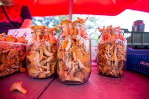 Lietuviškos gėrybės Kauno turguose: kai kurios kainos kandžiojasi