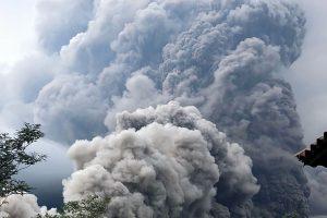 Gvatemaloje išsiveržė ugnikalnis, aukų – kelios dešimtys