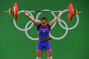 Olimpinių medalių dalybas pradėjo dopingo skandalų sukrėsti sunkiaatlečiai