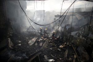 Per gaisrą Filipinų krautuvėlėse žuvo moteris, dešimtys sužeisti