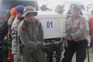 Indonezijoje rastas sudužęs lėktuvas ir keturi žuvę įgulos nariai