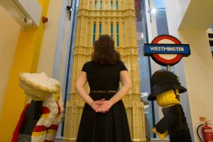 """Londone atidaryta didžiausia pasaulyje """"Lego"""" parduotuvė"""