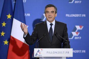 Prancūzijos dešiniųjų rinkimuose tvirtai pirmauja F. Fillonas