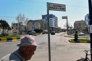 Albanijoje vieno miesto garbės pilietis D. Trumpas turės jame ir savo prospektą