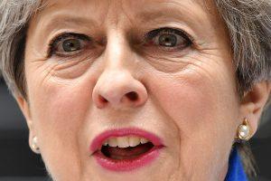 """T. May formuos naują vyriausybę ir ves šalį į """"Brexit"""""""