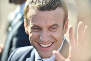 Prancūzijos parlamento rinkimuose – E. Macrono partijos triumfas