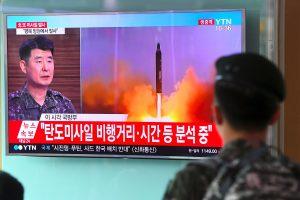 Šiaurės Korėja paskelbė sėkmingai išbandžiusi tarpžemyninę balistinę raketą