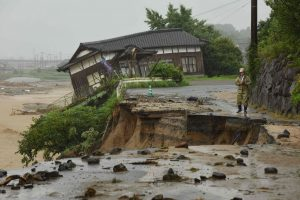 Japonijoje per didelius potvynius žuvo šeši žmonės, dar apie 20 tebeieškoma