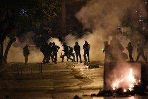 Graikijoje per jaunimo protestus sužeisti du žmonės