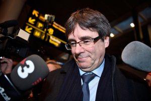 C. Puigdemont'as žada formuoti naują vyriausybę, nepaisydamas Ispanijos grasinimų