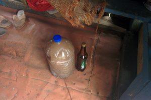 Senolį įklampino 11 litrų naminukės