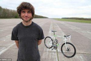 Pedalais minamu dviračiu pasiektas 181 km/val. pasaulio rekordas