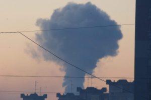 Kauniečius išgąsdino į dangų kylantys dūmų kamuoliai