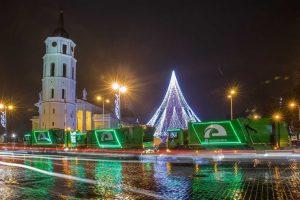 Papuoštos šiukšliavežės – raginimas atsakingai ruoštis Kalėdoms
