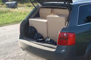 Vilniečio mašinos bagažinėje – tūkstančiai pakelių kontrabandinių cigarečių