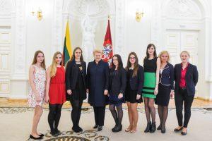 Prezidentė apdovanojo Nacionalinio diktanto nugalėtojus