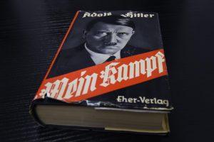 """Ar istorija nebesikartos, jei vokiečiai išpirks daugiau """"Mein Kampf""""?"""