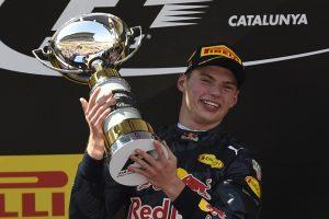 """Po lyderių avarijos """"Formulės-1"""" lenktynes Barselonoje laimėjo 18-metis olandas"""
