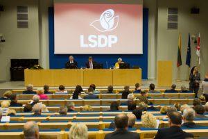 Politologas: socialdemokratų reitingai gali ir toliau mažėti