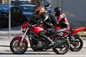 Iš parduotuvės pavogta 40 motociklininkų kombinezonų