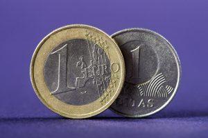 Įmonių įstatų keitimas kainuos kelis šimtus litų