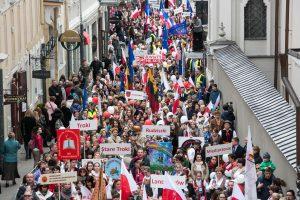 Pasaulio lenkų dienos proga – eitynės Vilniaus gatvėse