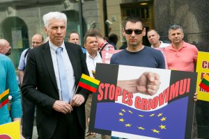 Lietuvos vežėjai protestuoja dėl vairuotojų darbo užmokesčio